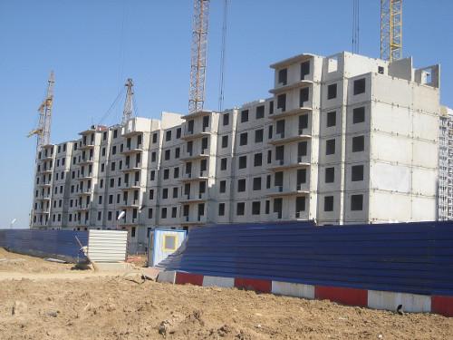 ЛСР: жилье для бедных за деньги для богатых