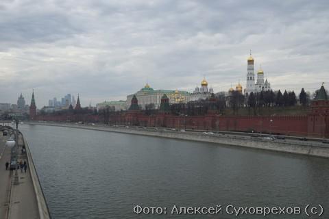 Вид с моста на котором был убит Борис Немцов