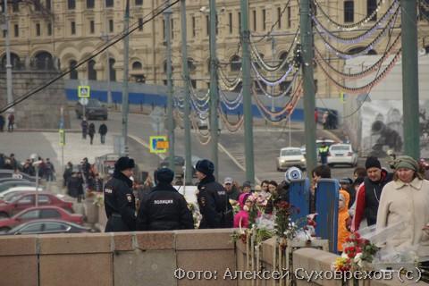 Место убийства Немцова под охраной полиции